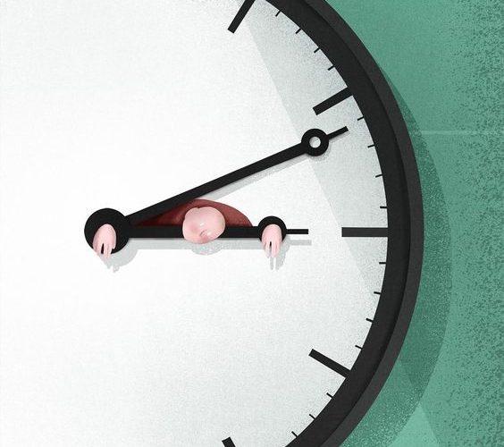 illustrazione di un uomo stretto tra le lancette di un orologio